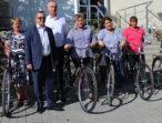 Депутат облради Олег Корженко придбав для листонош велосипеди