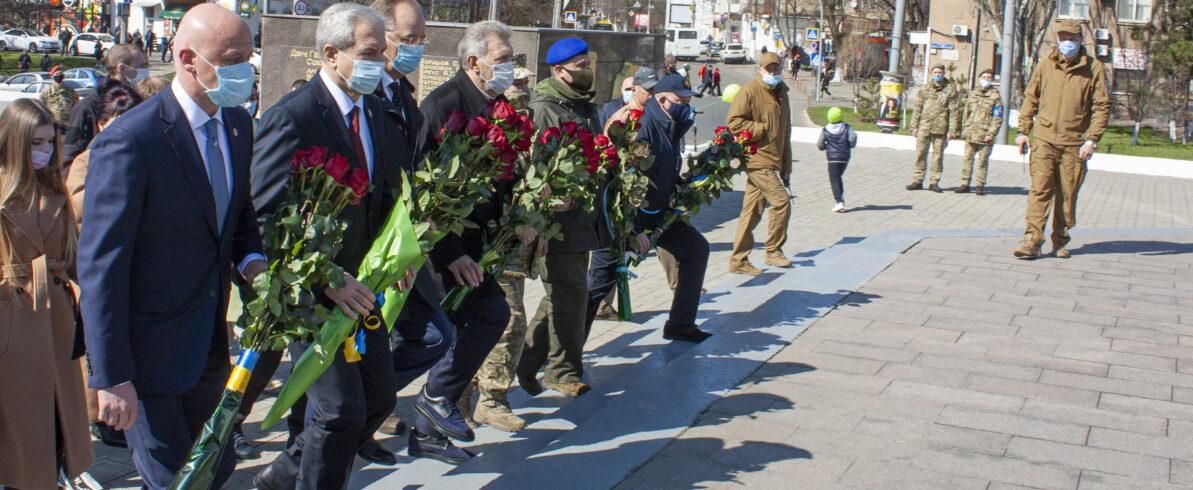 Олег Радковський вшанував пам'ять героїв-визволителів до 77-ї річниці Дня Визволення Одеси